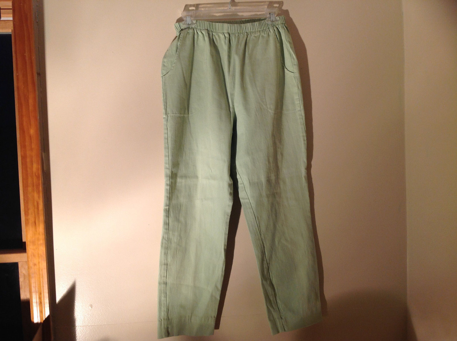 Pale Green Denim and Company Elastic Waistband Two Pockets Pants Size Medium