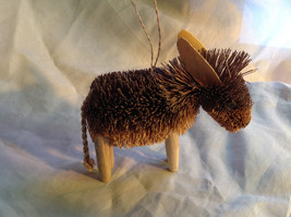 Palm Fiber Donkey Brush Animal Eco Fiber Sustainable Ornament