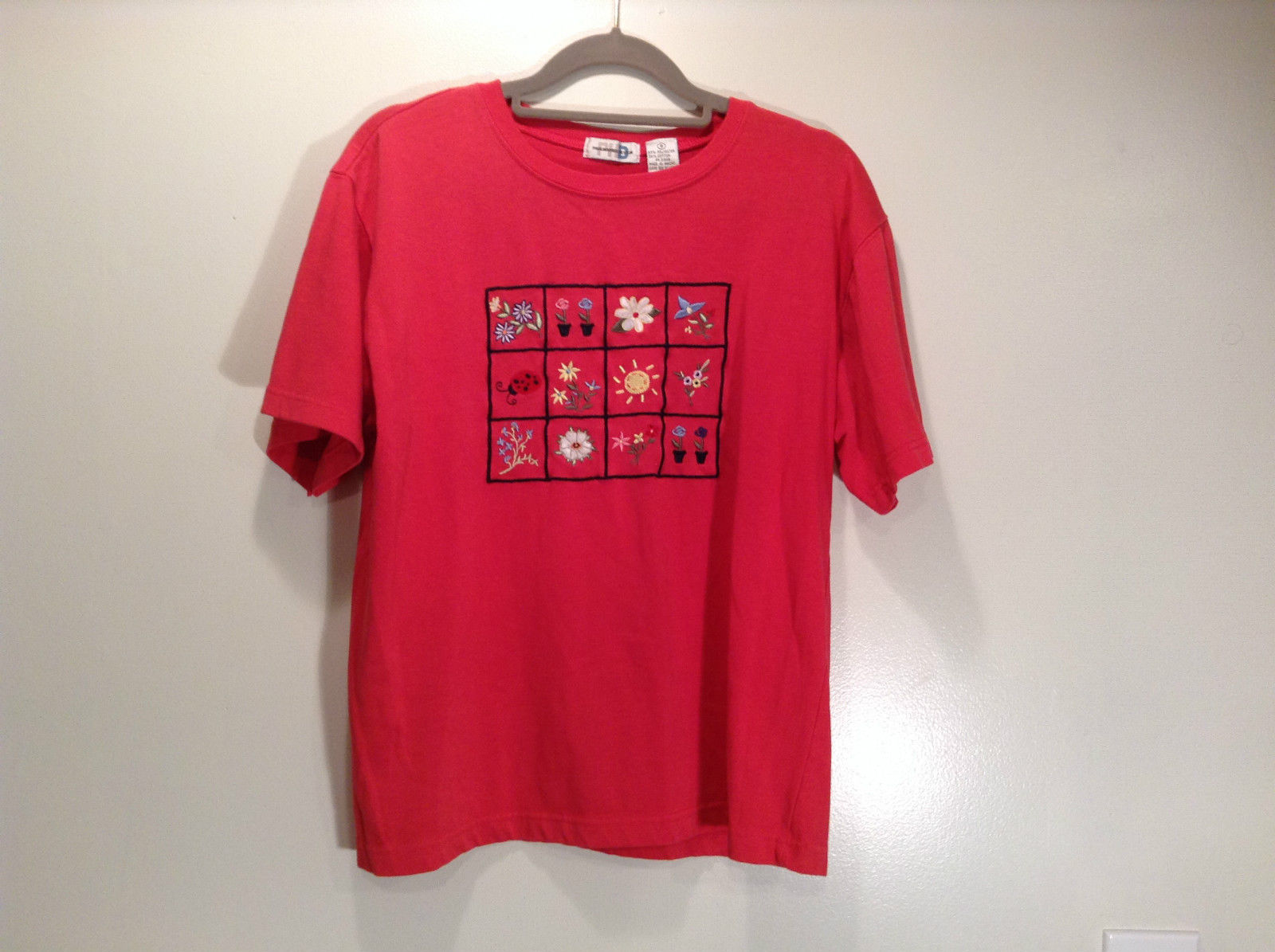 Paul Harris Design Red Short Sleeve T Shirt with Flowers on Front Size Small