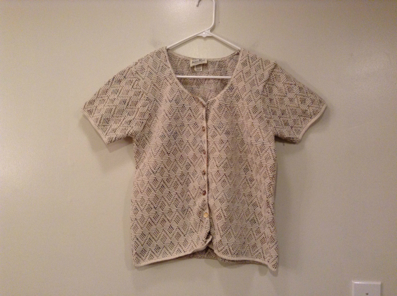 Reba Rose Short Sleeve Knitted Top Beige Natural Shell Buttons Closure Size M