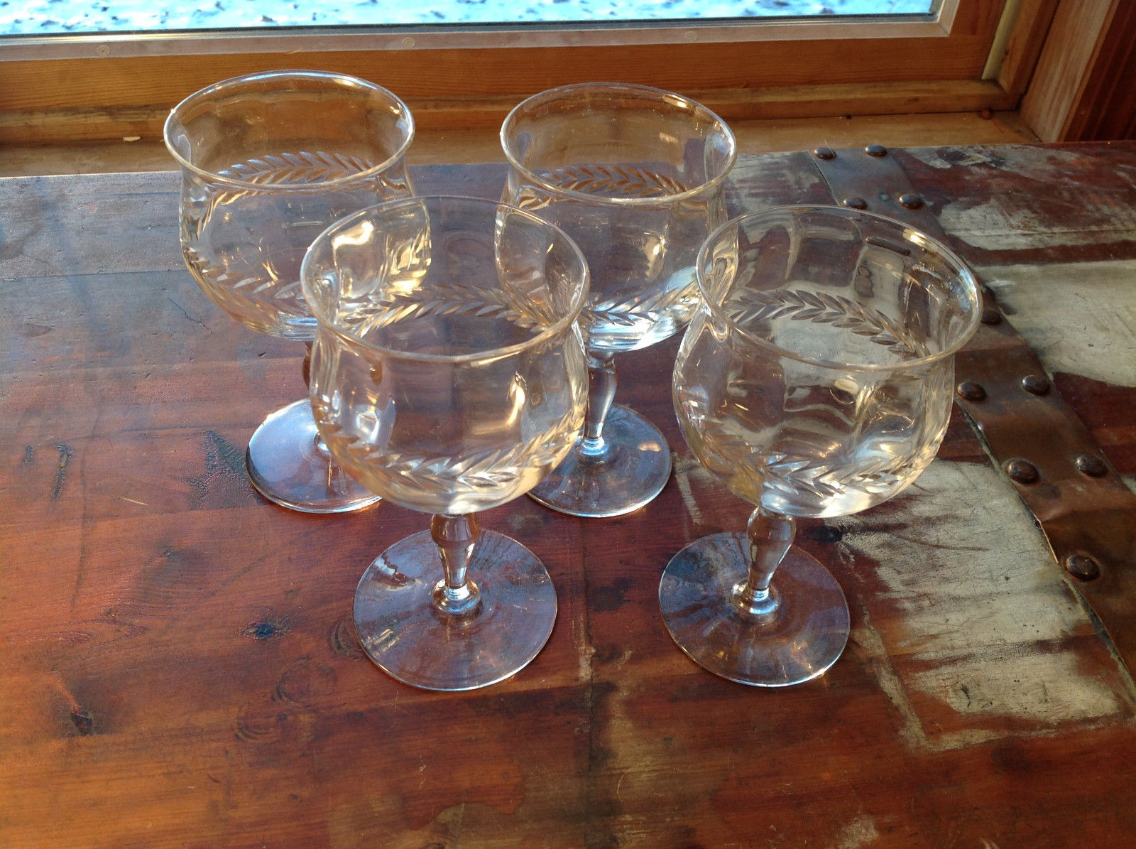Pretty Four Piece Wine Glass Set Relief Glass Copper wheel engraved