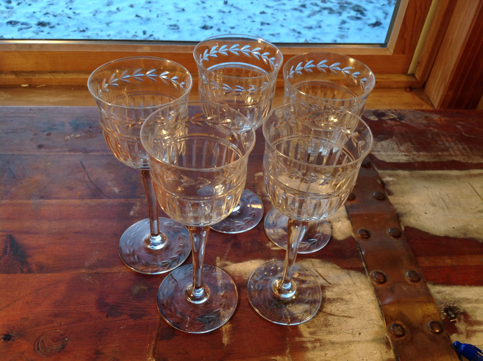 Pretty Five Piece Tall Wine Glass Dinner Set Relief copper wheel engraved