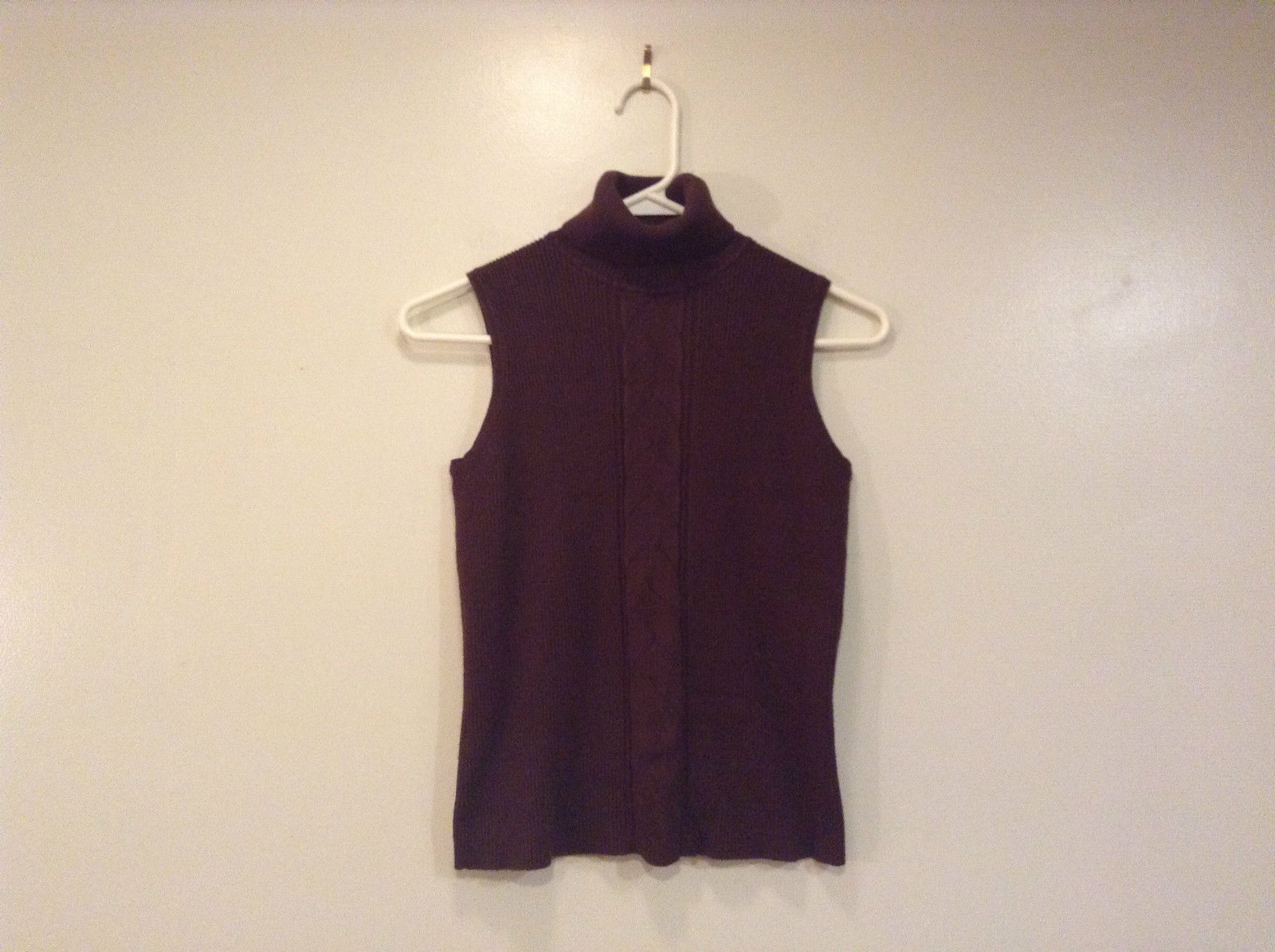 RQT Sleeveless Brown Turtleneck Top Size Medium Pretty Insert on Front