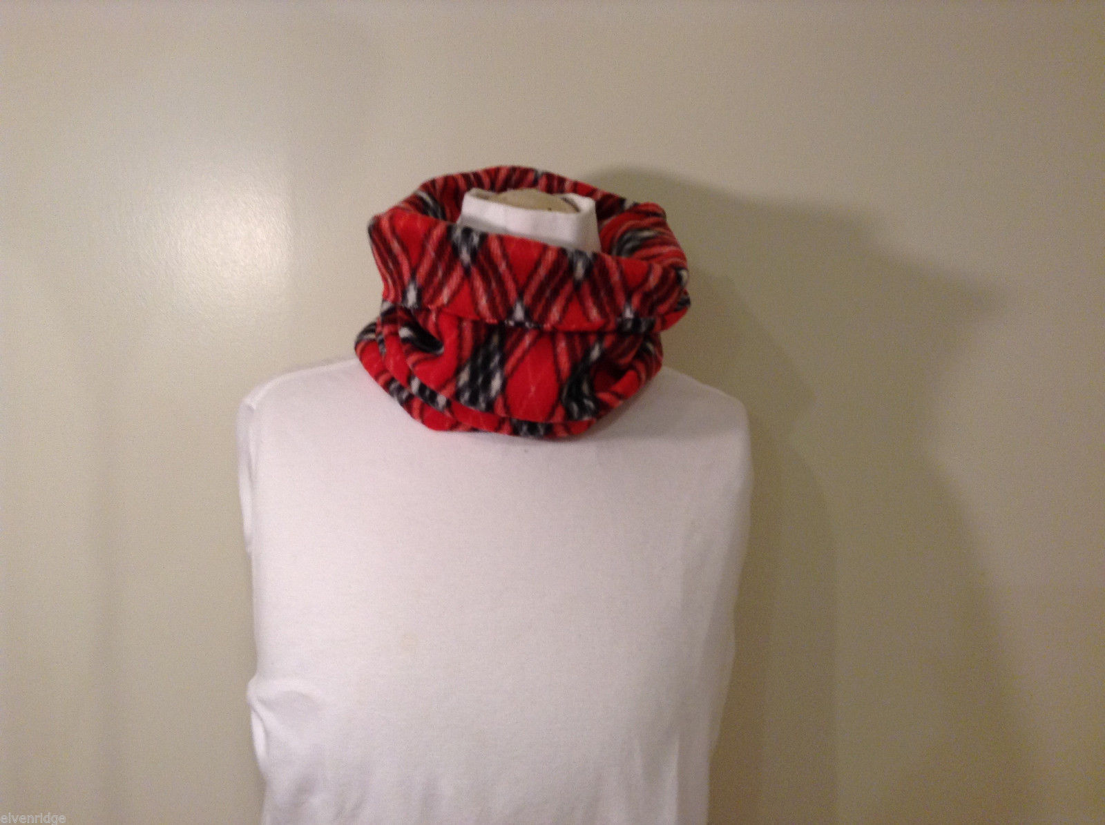Red Black White Diamond pattern fleece pullover scarf
