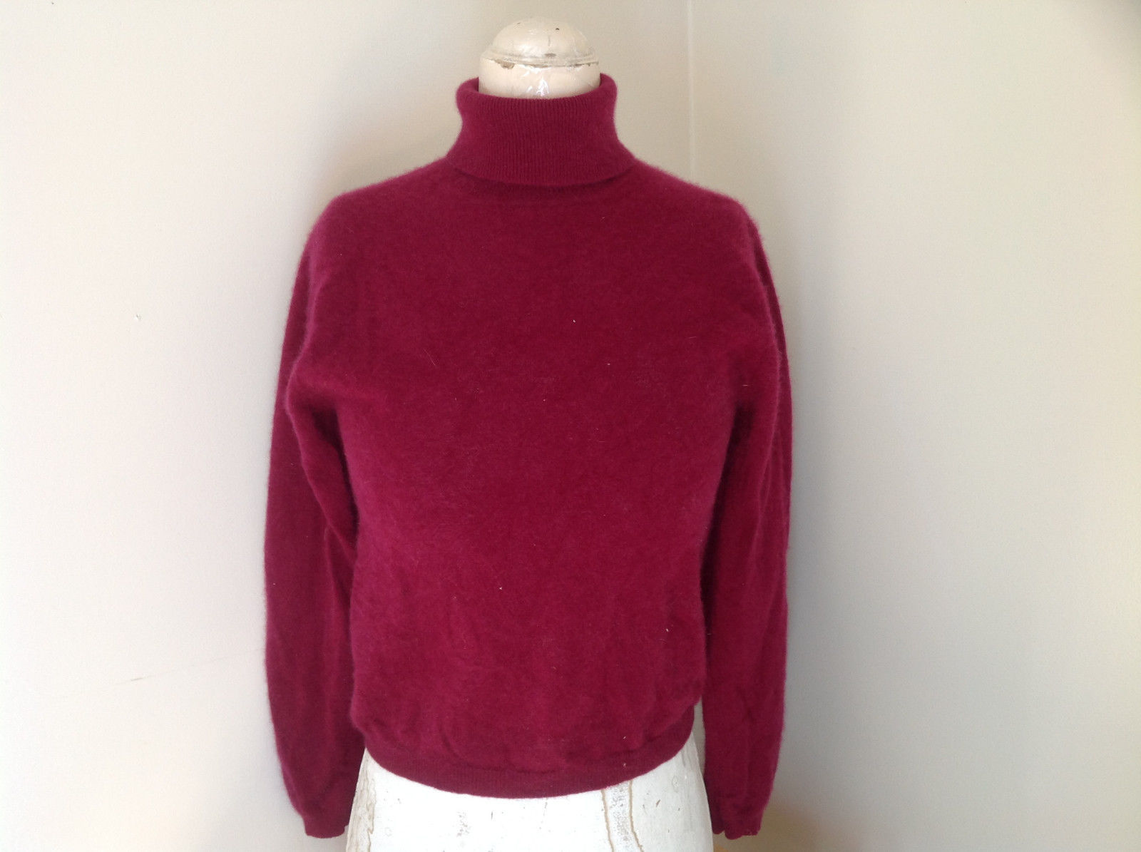 Red Turtleneck Cashmere Sweater by Lord & Taylor Made in Hong Kong Size Small