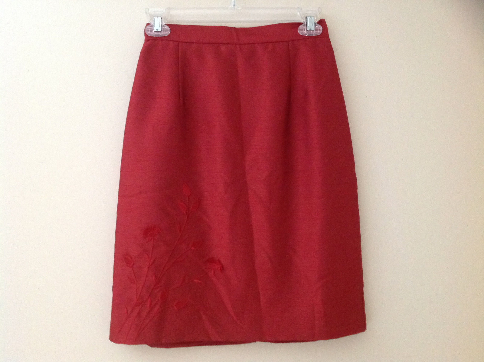 Red Flower Design Knee Length Skirt Zip Closure at Back No Name Tag Size 6P