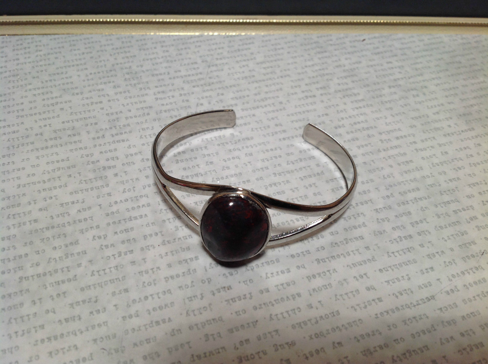 Red and Black bloodstone  Oval Shaped Stone Silver Tone Geo Jewelry Bracelet