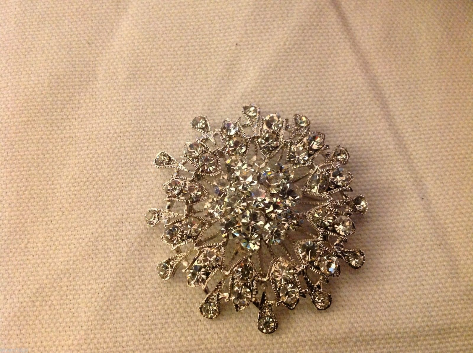 Rhinestone round circle snowflake pin new but vintage looking
