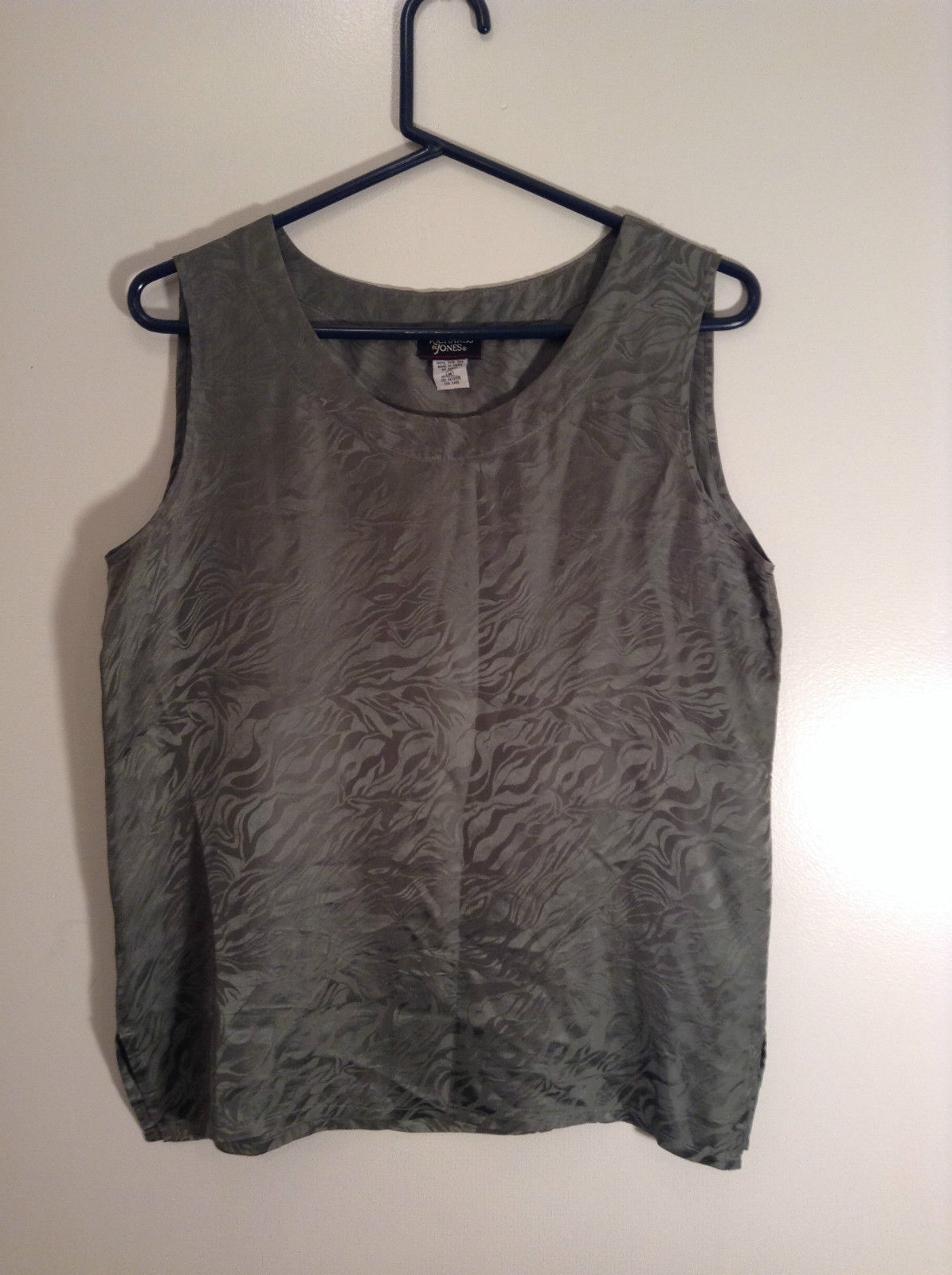 Richard and Jones Light Green Sleeveless 100 Percent Silk Top Size Medium
