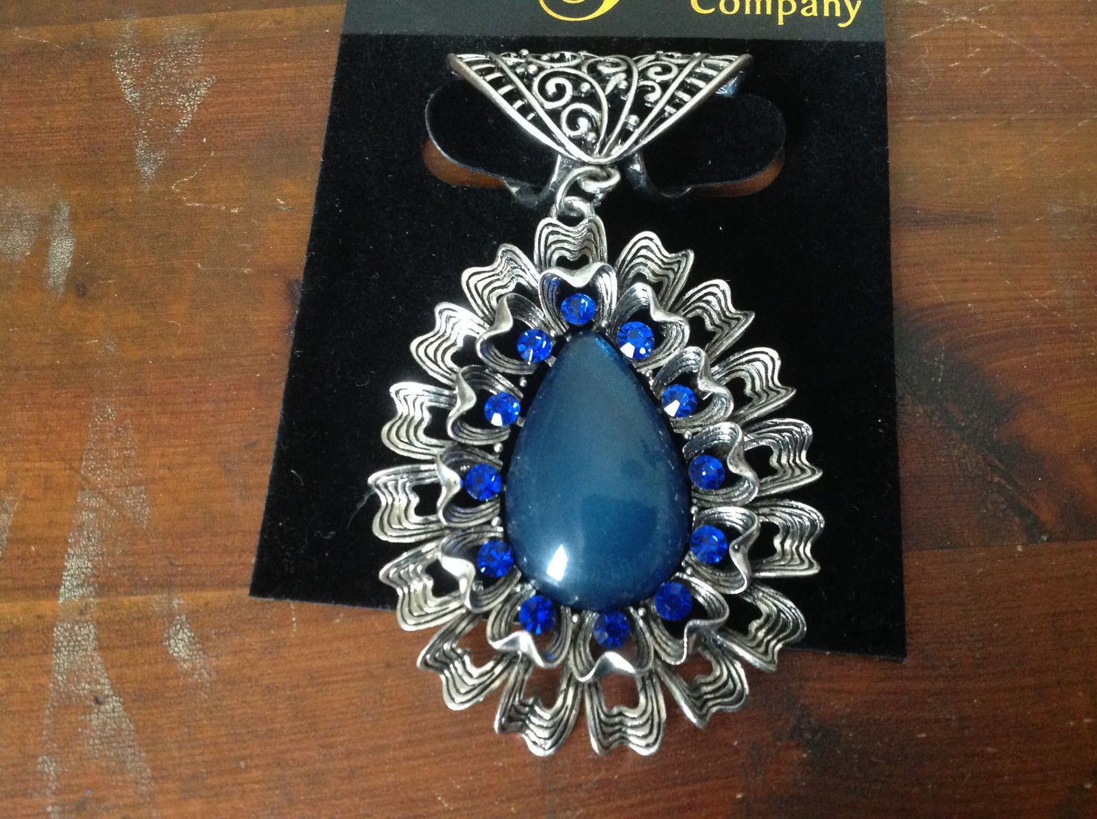 Round Shaped Large Blue Stone and Small Blue Crystals Silver Tone Scarf Pendant