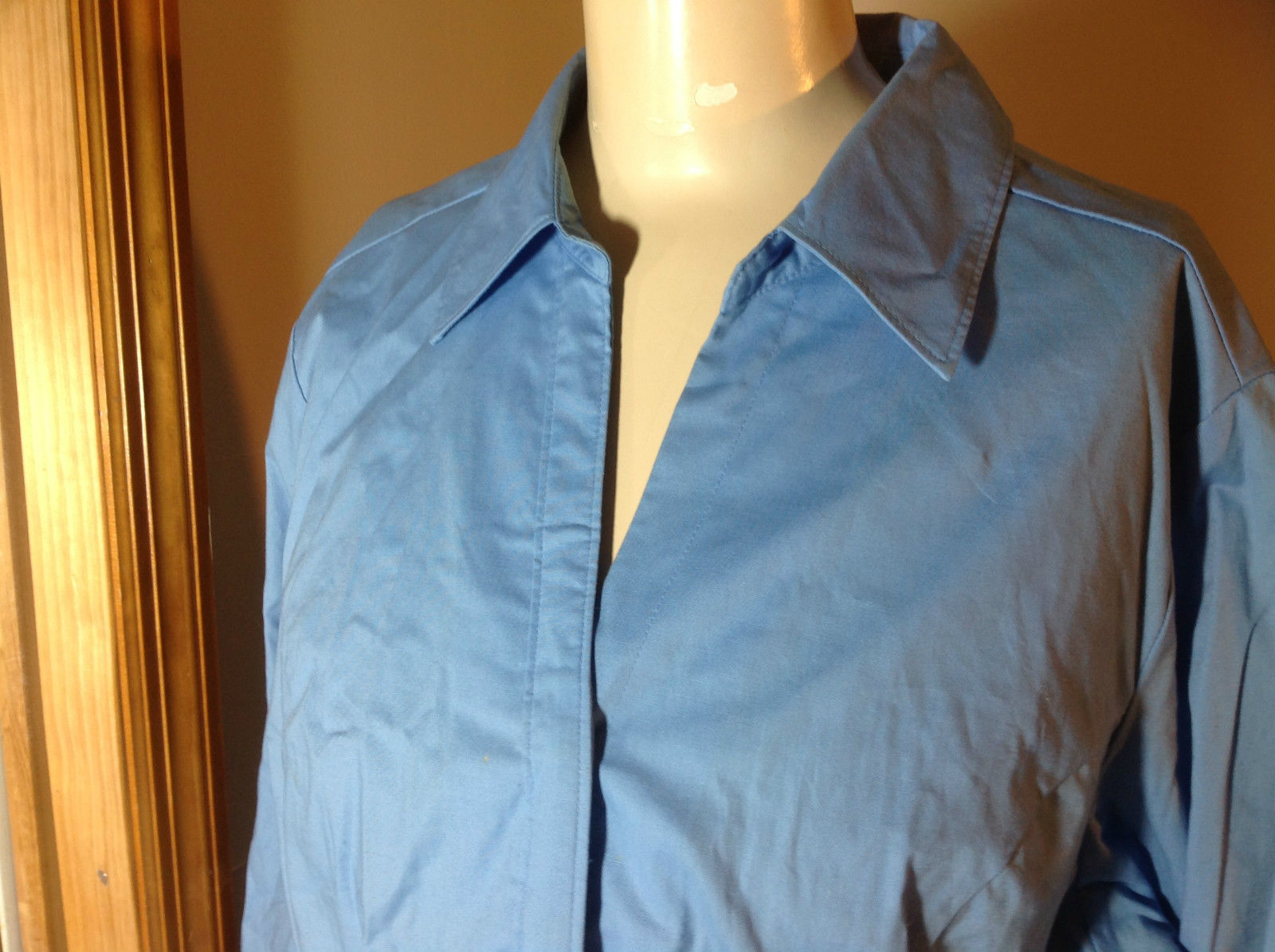 Riders by Lee blue button up v neck shirt  size XL