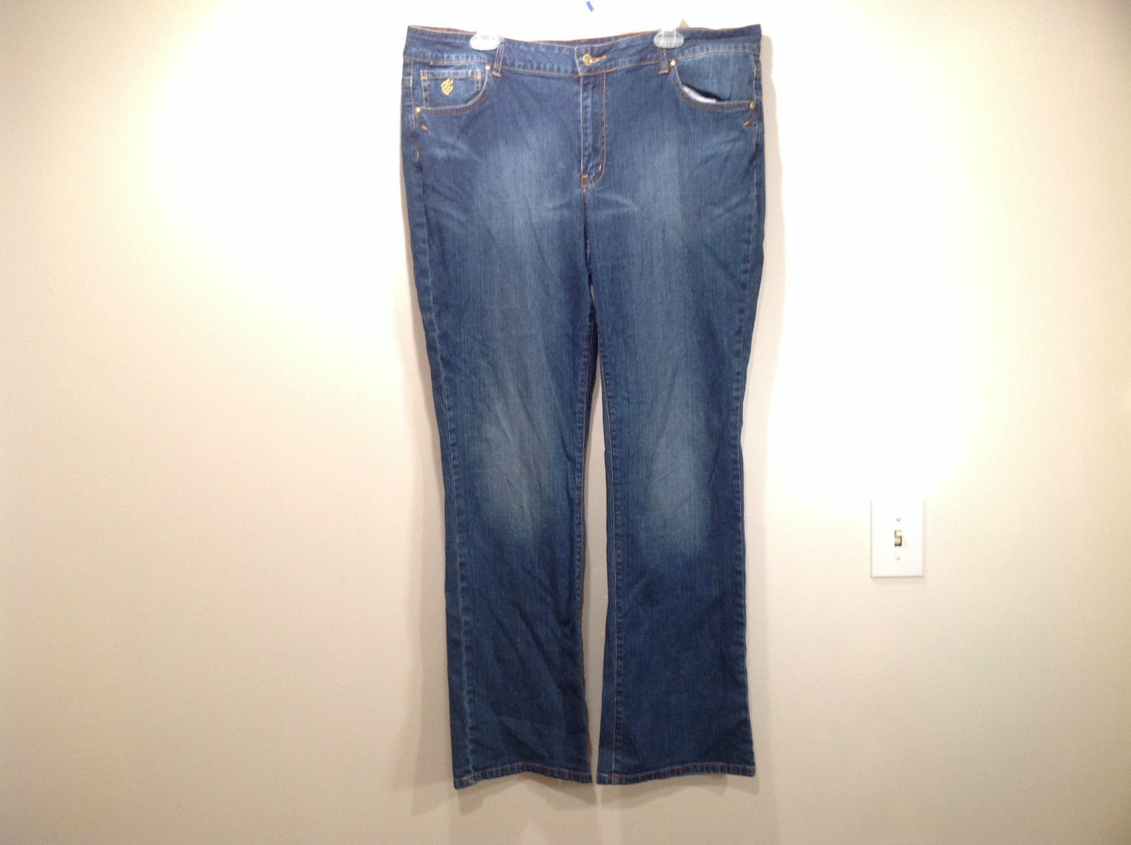 Rocawear Size 22 Stretchy Blue Jeans Excellent Condition Zipper Button Closure