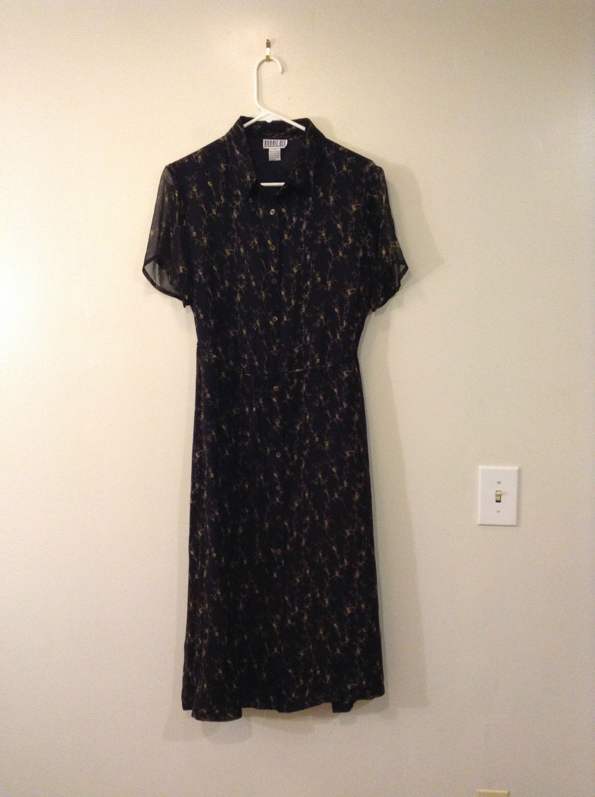Robbie Bee 100 Percent Silk Short Sleeve Black with Flowers Lined Dress Size 10