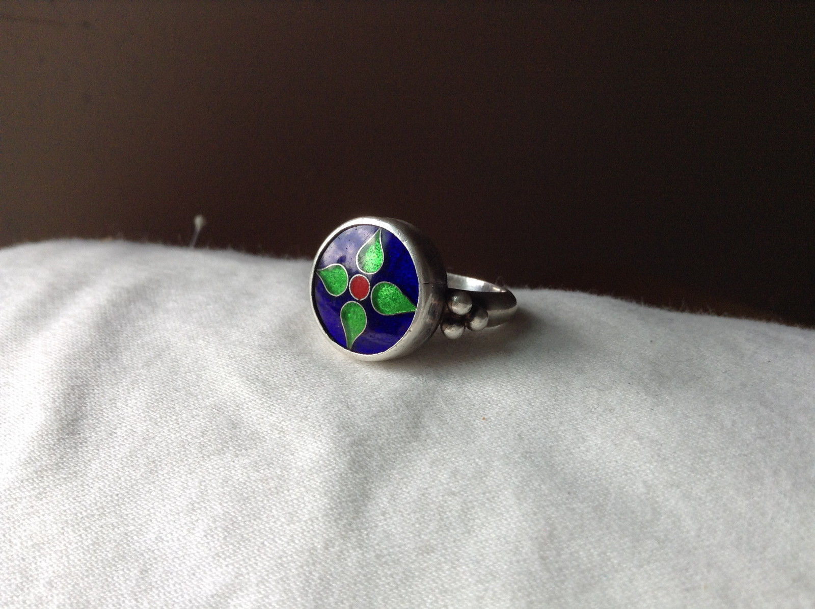 Round Green Blue Flower Design Silver Ring Size 7.5