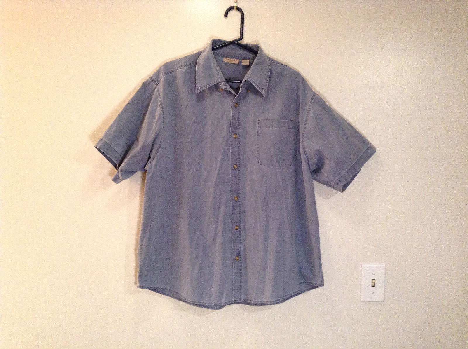 Rugged Earth Size XL 100  Percent Cotton Short Sleeve Blue Button Casual Shirt