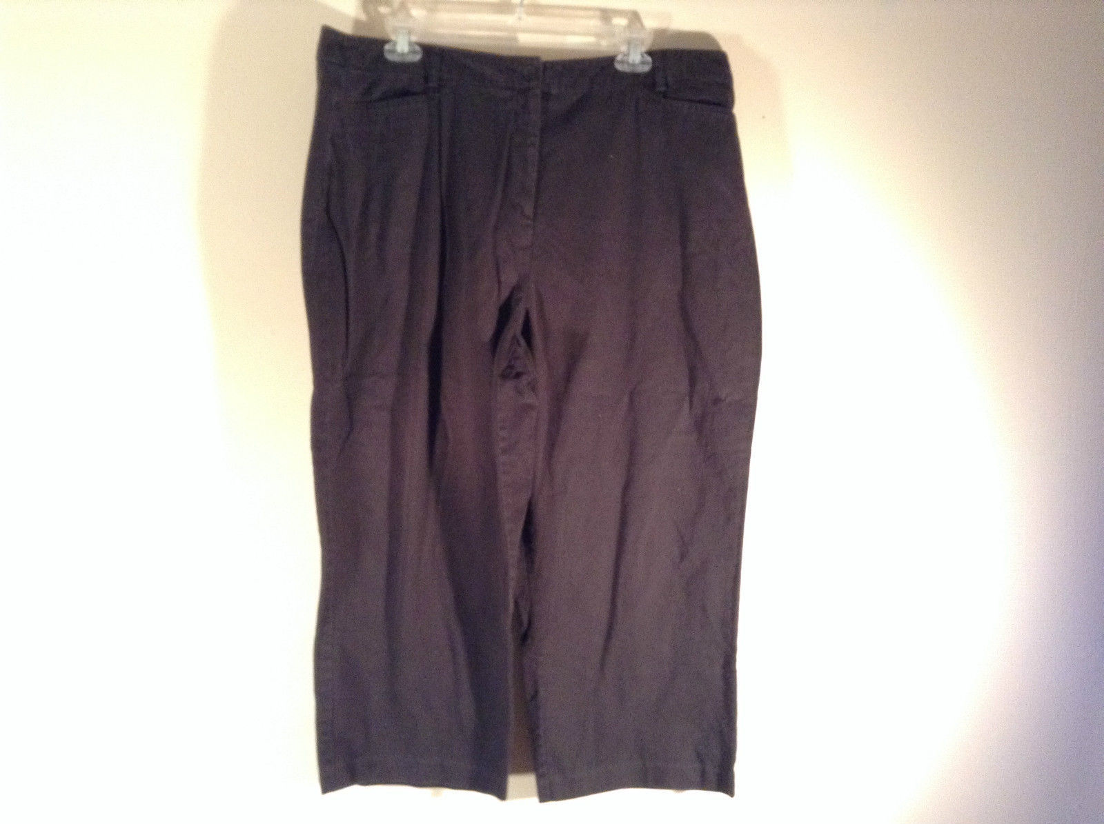 Sag Harbor Stretch Size 18 Black Capri Pants Front and Back Pockets Zip Closure