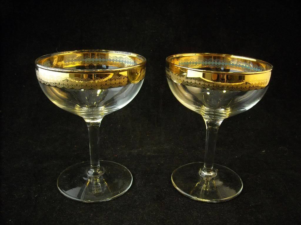 Set of 2 toasting glasses clear w gold color design