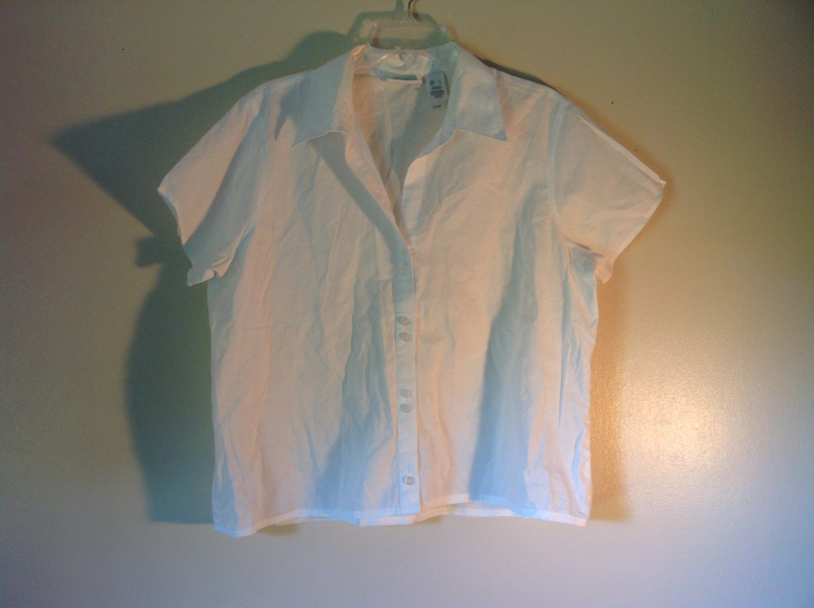 Short Sleeve White Casual Button Up Shirt by Liz Claiborne Size Large