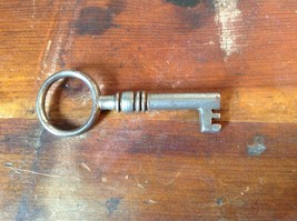 Silver Tone Small Vintage Key with Circular Top