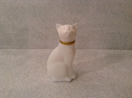 Sitting White Glass Cat Figurine EMPTY Cologne Jar Avon