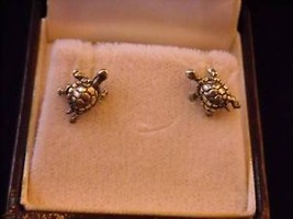 Silver mini  Detailed Turtle Earrings