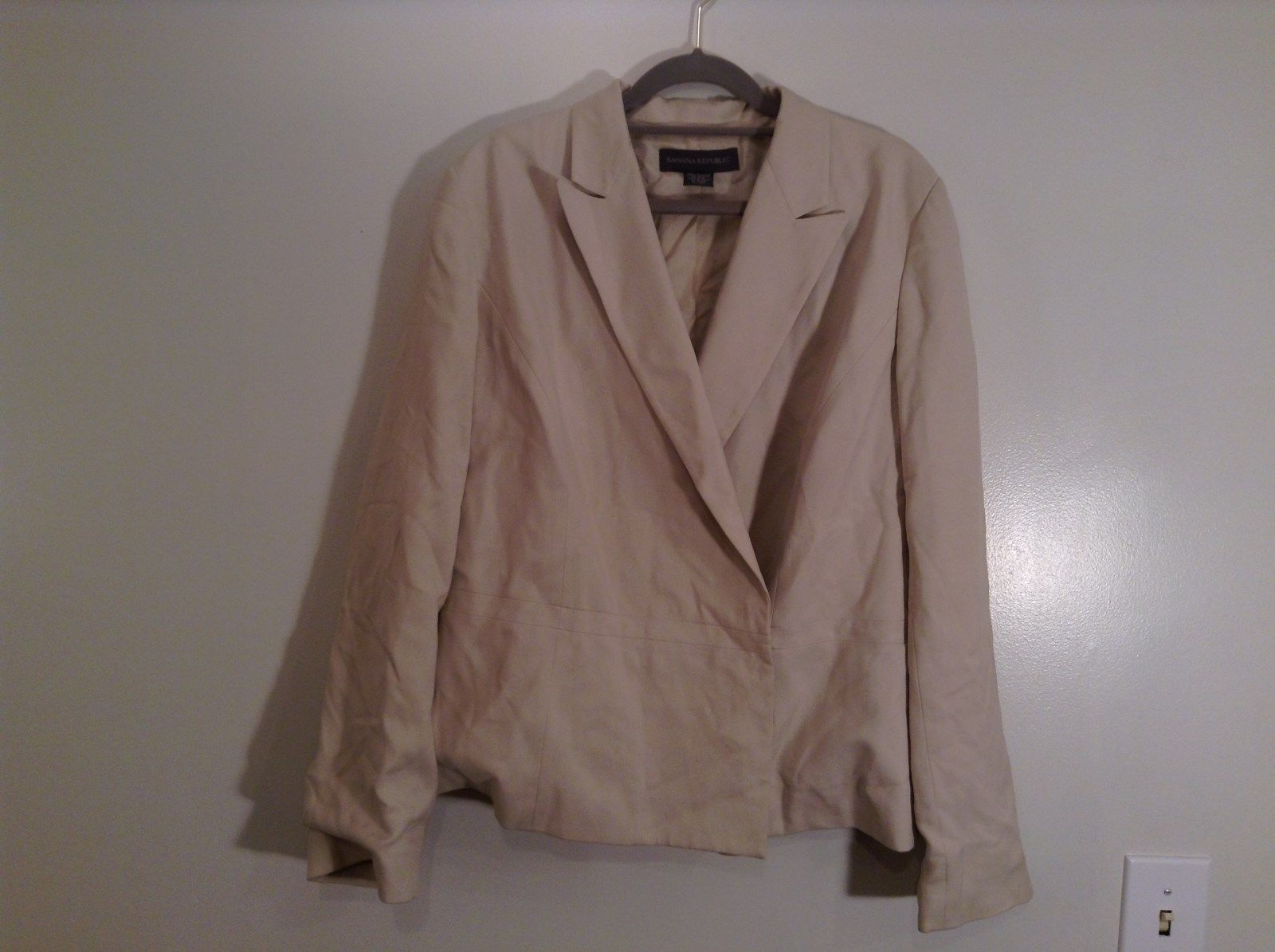 Size 14 Banana Republic Beige Fully Lined 100 Percent Silk Jacket