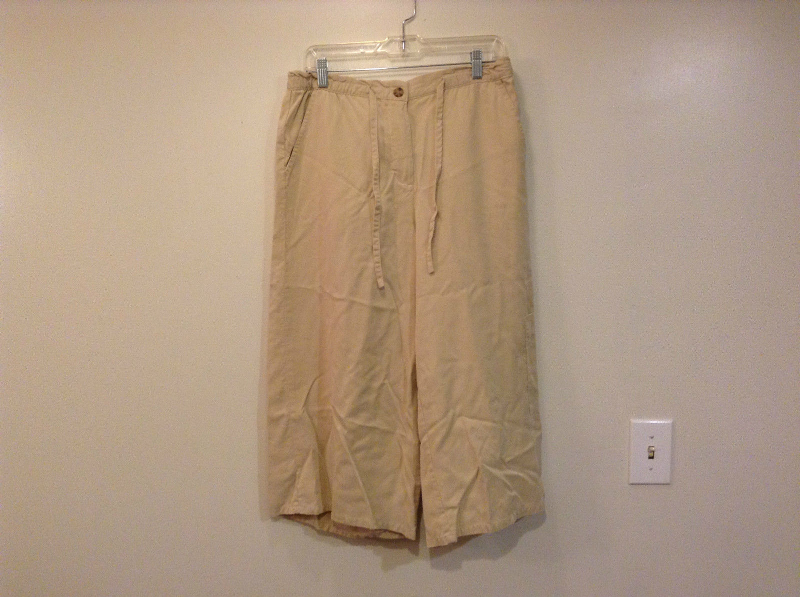 Size 14P Coldwater Creek Khaki Capri Pants Comfort Button and Zipper Closure
