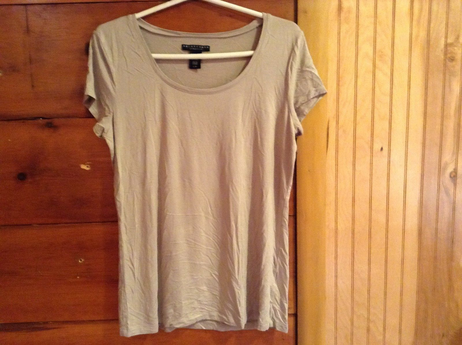 Size Large Apostrophe Stretch Tan Scoop Neck Short Sleeve Shirt