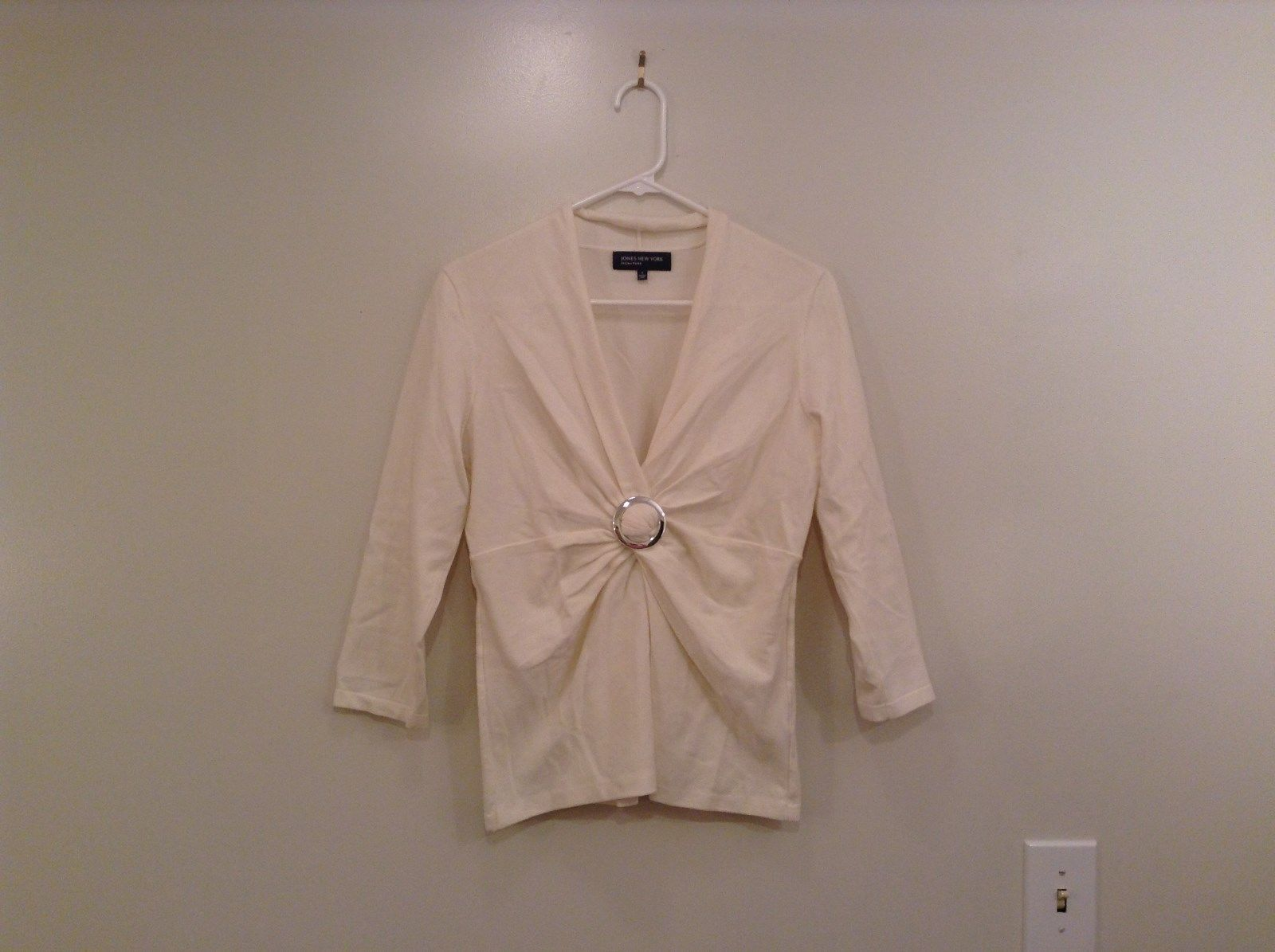 Size Small Natural White V Neck Jones New York Top Buckle Front Decoration
