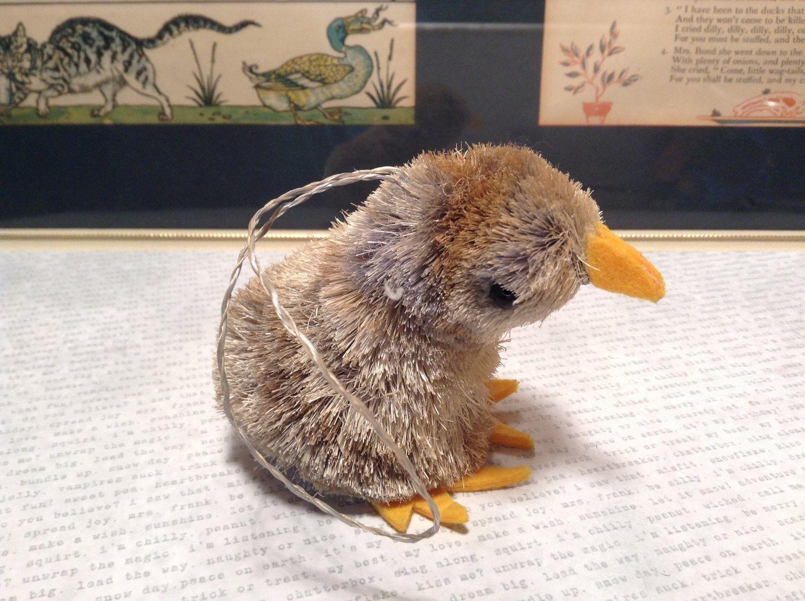 Small Handmade Bird Buri Palm Fiber Brush Decoration Eco Fiber Sustainable