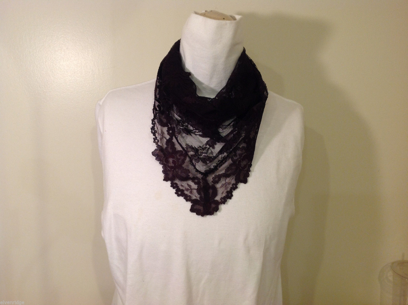 Small Triangle Black Floral Lace Scarf