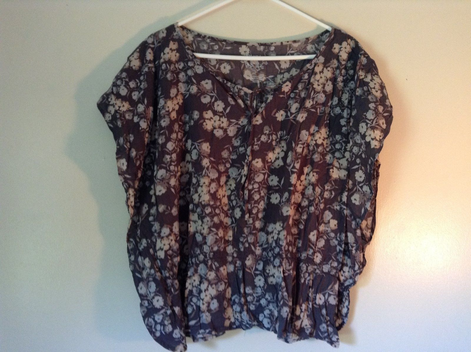 Sonoma Gray Sleeveless Shirt with Flowers Size Large