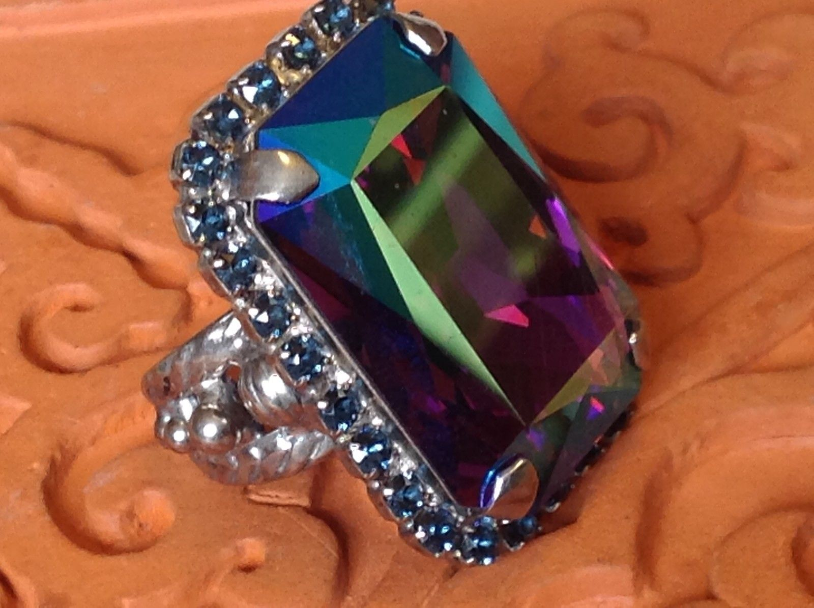Sorrelli  Open Adjustable Ring statement irridescent blue purple giant stone