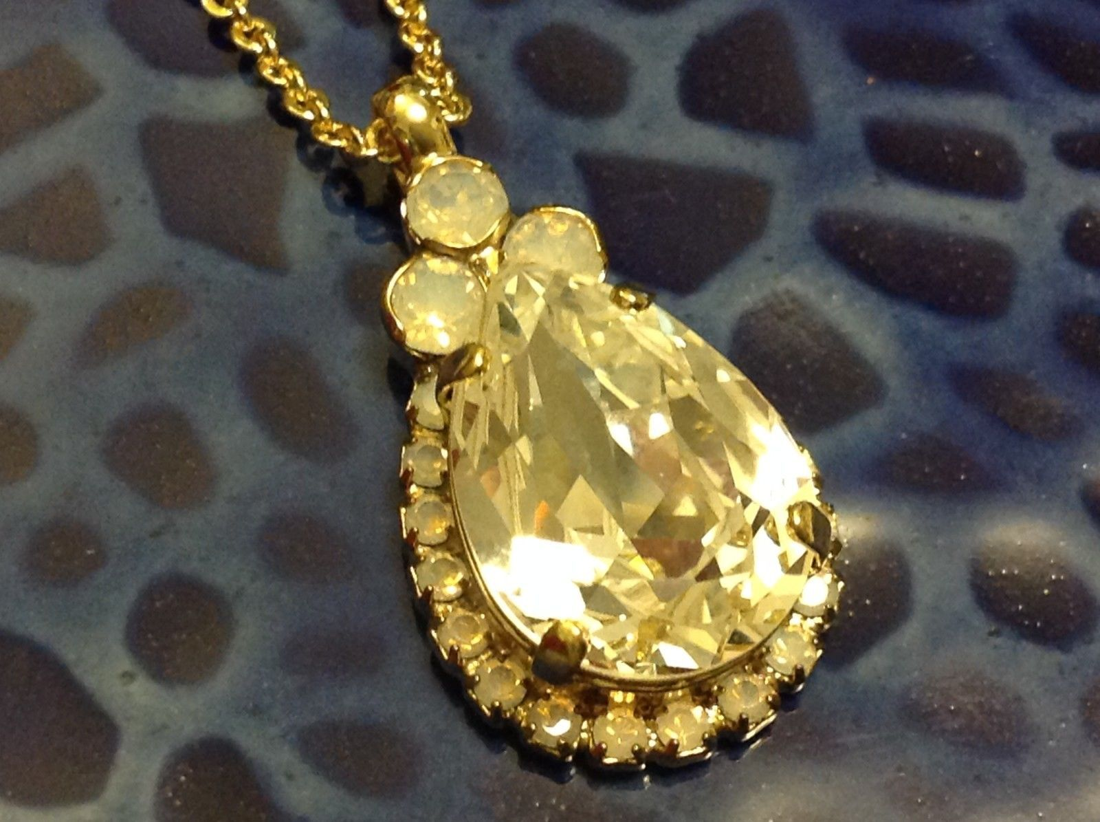 Sorrelli pear shaped single pendant w chain necklace w opaque accent crystals