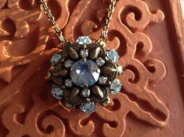Sorrelli round shaped single pendant vintage inspired necklace in gold and blue