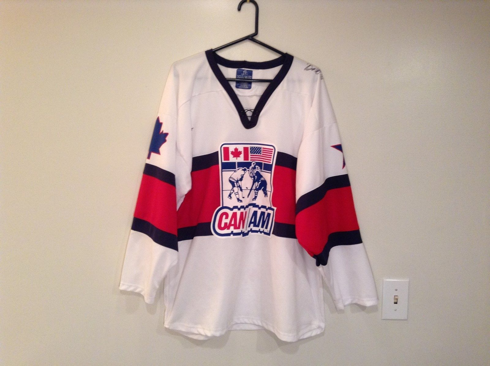 Sport Jersey Hockey White with Red Blue Stripes Canada USA One Size 2 Autographs