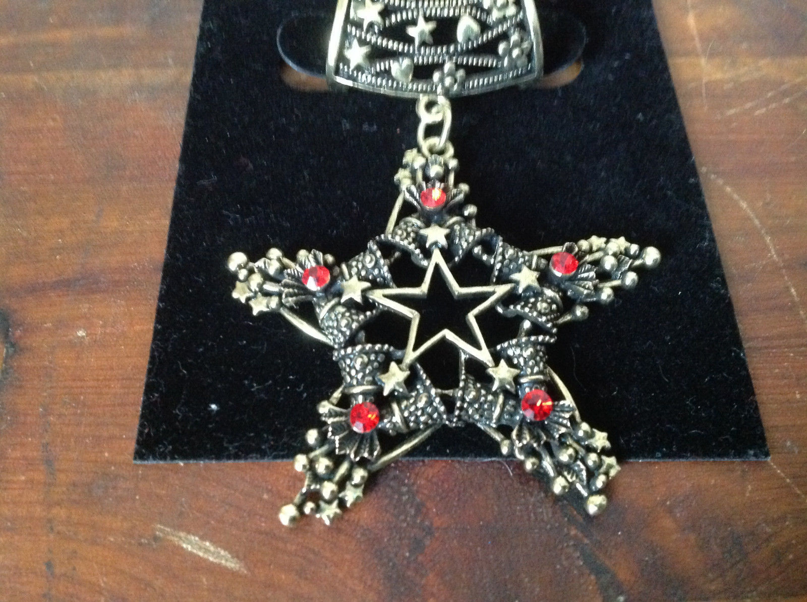 Star Shape with Small Red Crystals Gold Tone Scarf Pendant by Magic Scarf