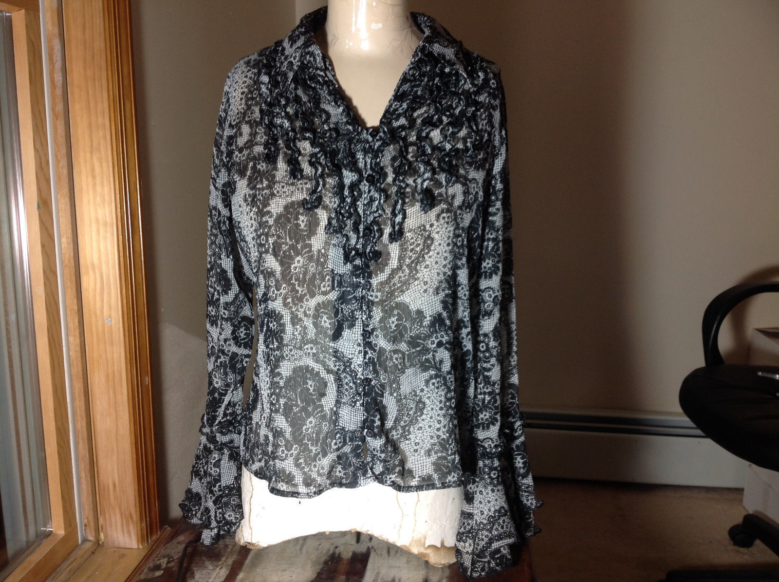 Studio 140 Black White Flowery Button Up Blouse V-Neck Size Medium