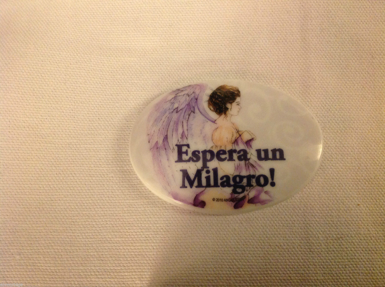 Sturdy ceramic porcelain magnet in Spanish Espera un Milagro Expect a Miracle