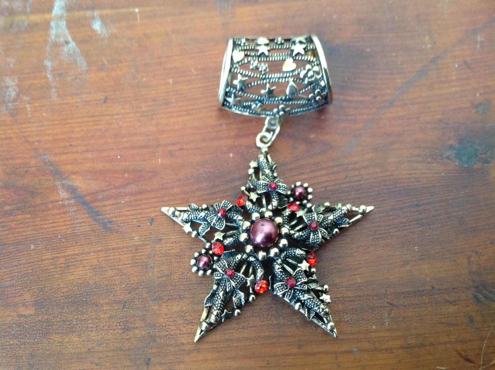 Stylish Gold Tone Scarf Pendant Star Shaped Red Beads and Red Crystals