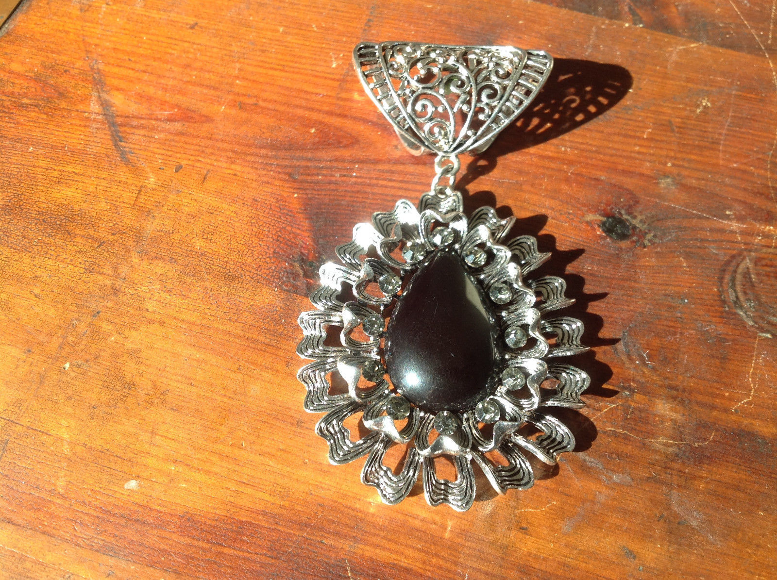 Stylish Oval Shaped Black Stone and Crystals Silver Tone Scarf Pendant