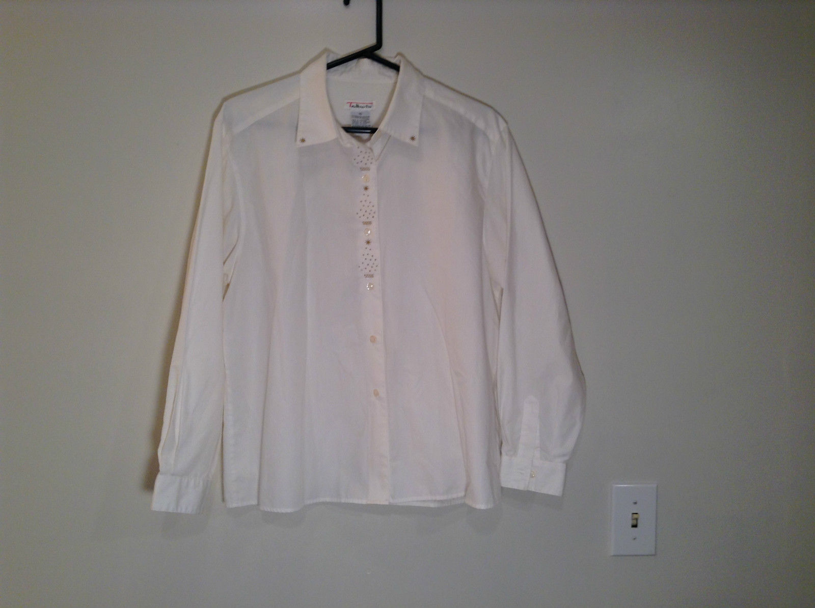Talbots Size 16 Long Sleeve Button Up Blouse White Embroidery Front and Collar