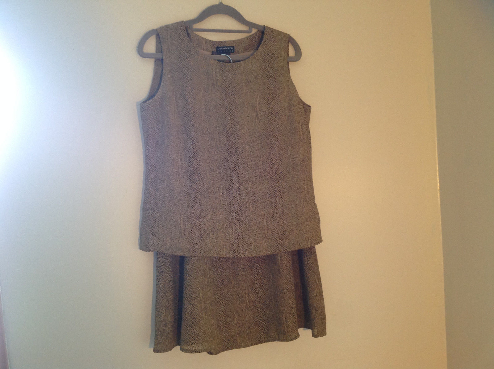 Tan Snakeskin Patterned Matching Sleeveless Shirt and Skirt Liz Claiborne Size 6
