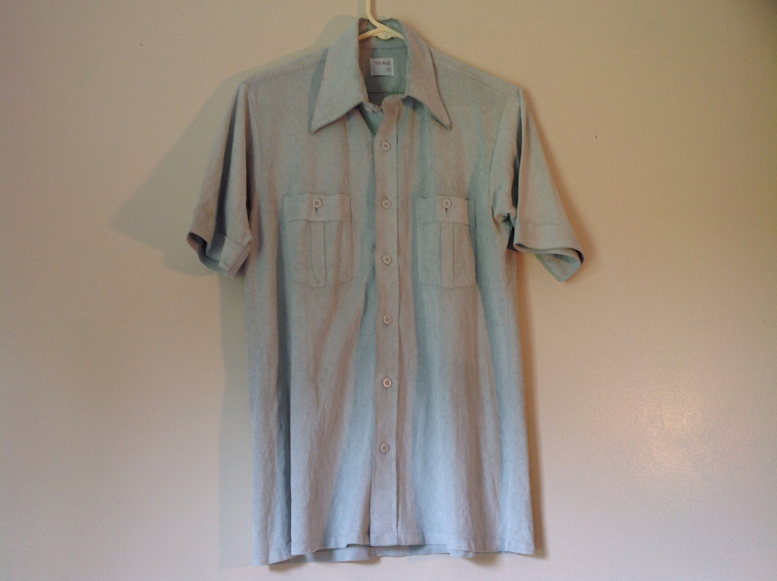 Thane Size Medium Very Light Green Short Sleeve Button Down Casual Shirt
