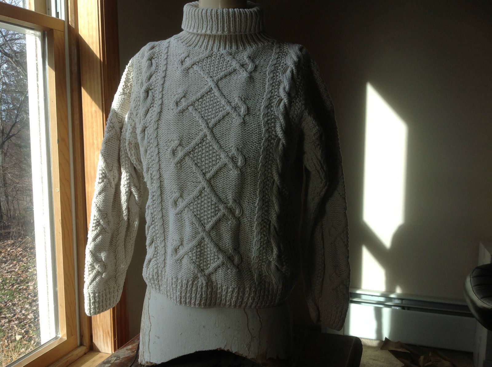 The Limited Very Pretty Tan Long Sleeve Cable Knit  Sweater Size XL/XXL