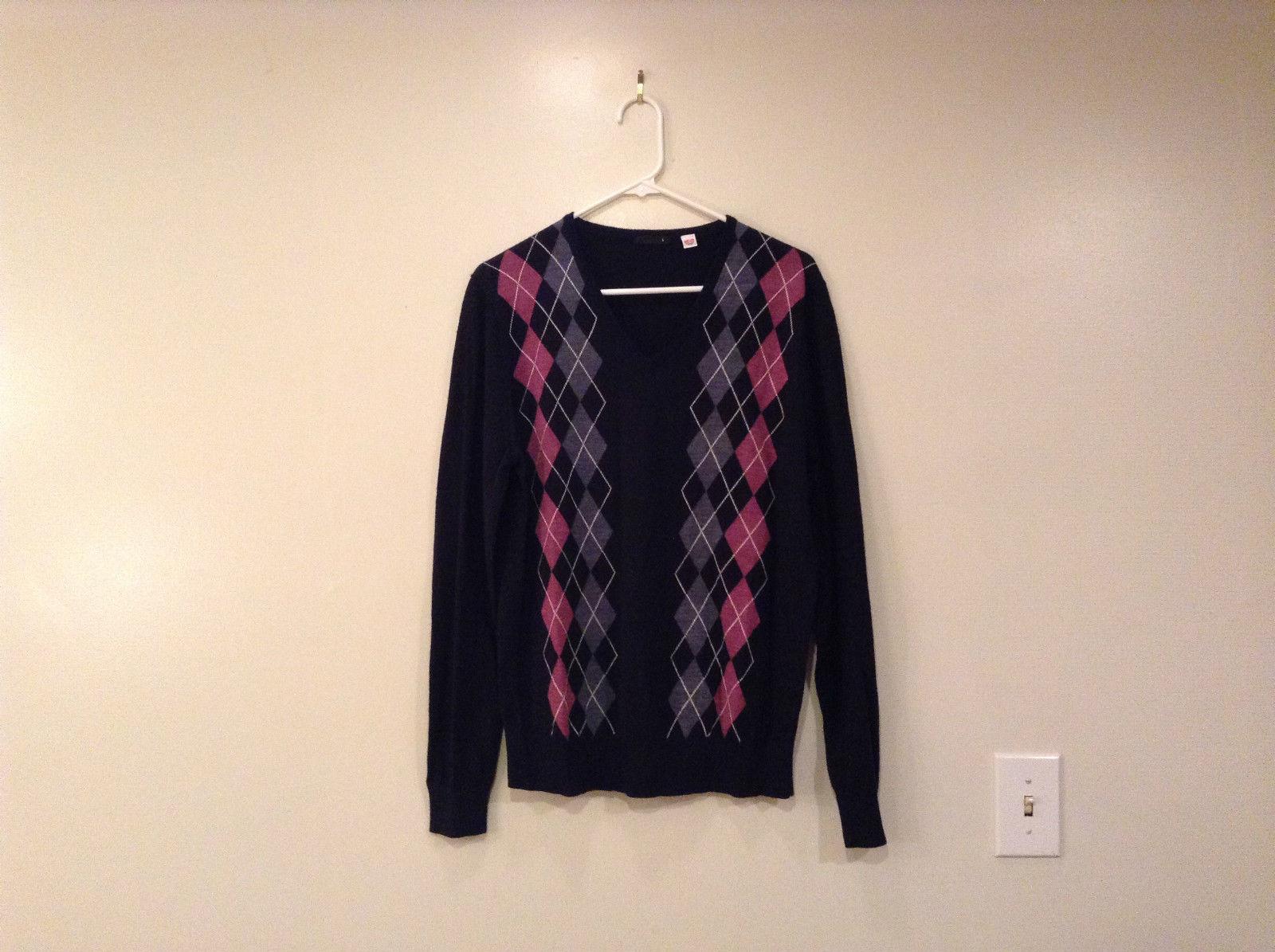 Uniqlo V Neck Black with Classic Diamond Pink Gray Pattern Sweater Size Large