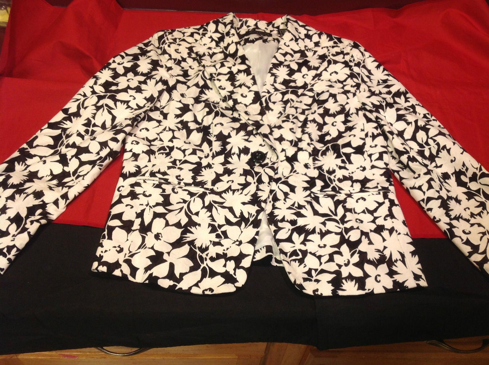 Valerie Stevens Pretty Ladies Black/White Floral Blazer Size 10 Petite