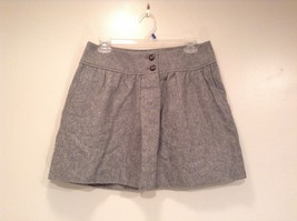 Very Cute Light Gray GAP Skirt Side Pockets Two Pockets on Front Size 2
