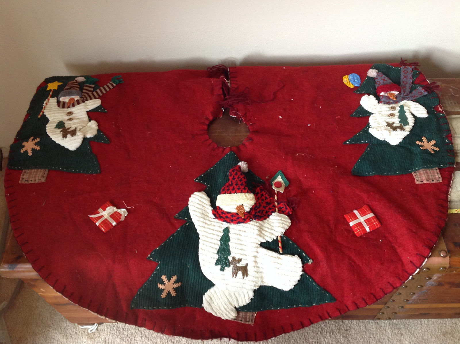 Very Cute Red Snowman and Present Christmas Felt Tree Skirt Ties Around Tree