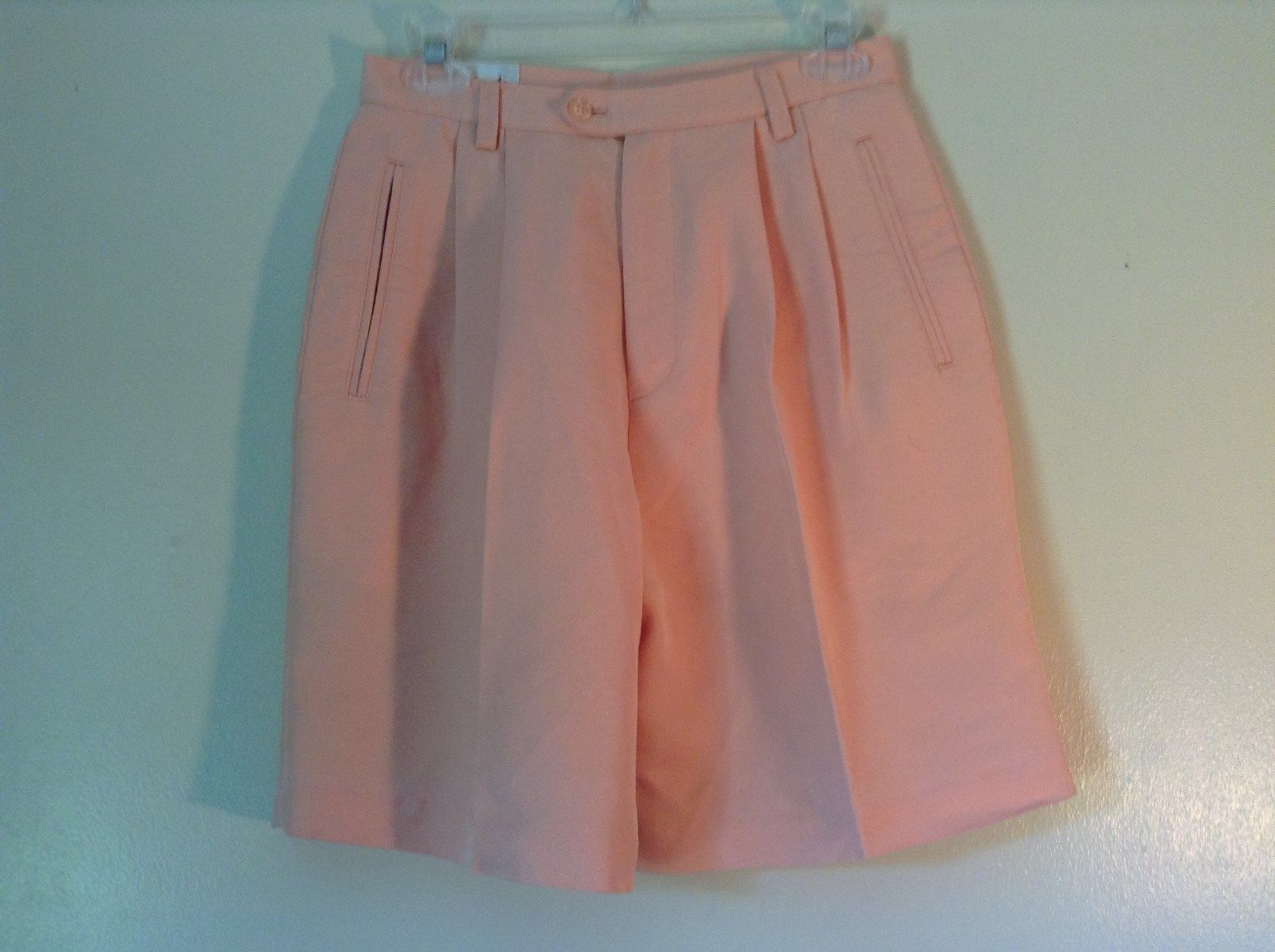 Very Nice Elandale Size 6 Peachy Pink Dress Shorts Zipper and Button Closure